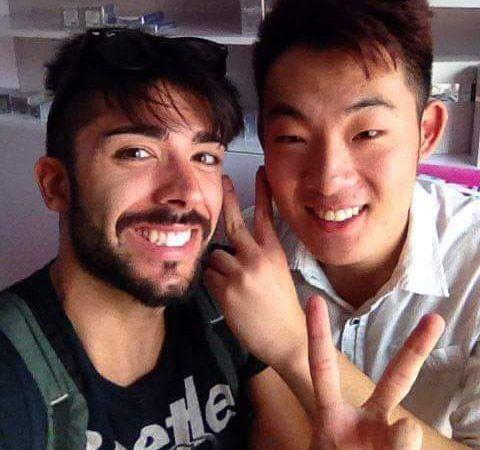 Cornelio con uno de sus amigos chinos